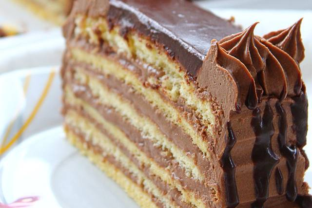 jednostavna-cokoladna-torta